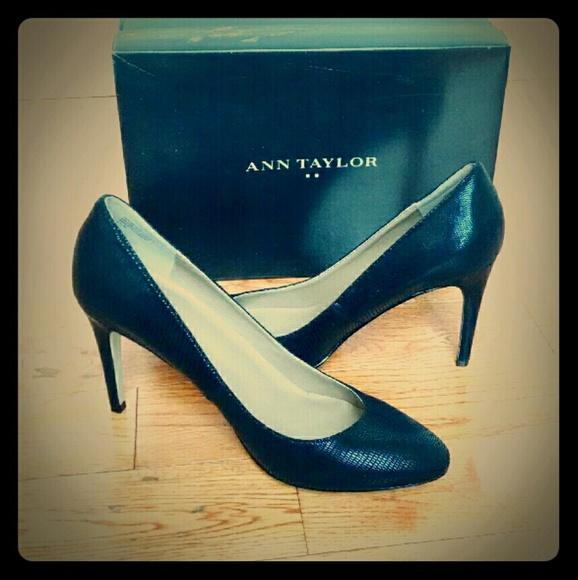 399b4e2e01b Ann Taylor Black Almond Toe Pumps