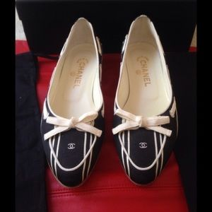 CHANEL Satin Flats with cute CC and bow