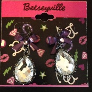 Betseyville Earrings purple Bow