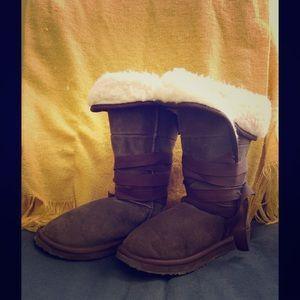 Emu Shoes - Emu suede shearling ribbon tie boots size 8!