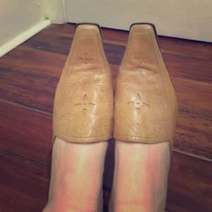 Enzo Angiolini tan leather wedges