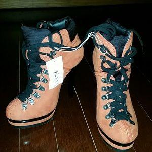 Exhilaration  Shoes - NWT KEAVA 7.5 Stiletto Platform Booties