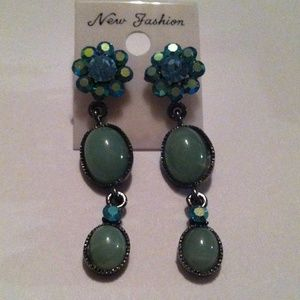 Jewelry - Beautiful Teal Blue!!! Pierce Earrings