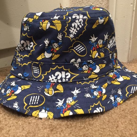 0bf207190ace3 Vans Donald Duck reversible bucket hat