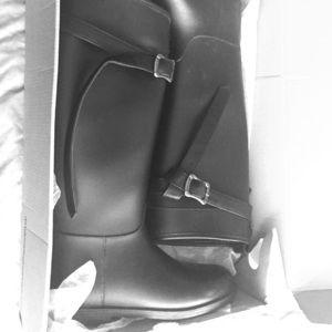 Shoes - Rain Boots 👢👢