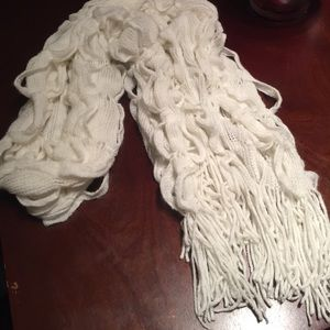 Accessories - Cute fluffy white scarf
