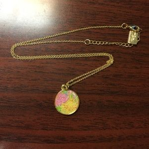 NWOT: Lilly Pulitzer printed charm gold necklace