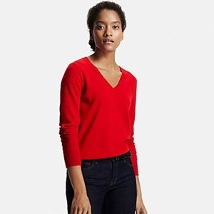 UNIQLO Sweaters - Uniqlo Wool V-neck Sweater