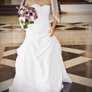 David's Bridal Dresses & Skirts - Strapless wedding dress 👰🏽