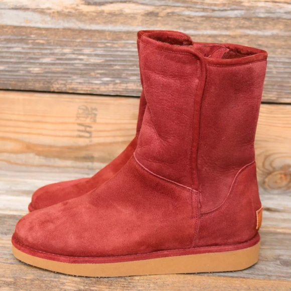UGG Collection Abree Short Rust Boots US 7 New!