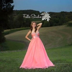 Prom dress size 2 zip up can fit size 0-2