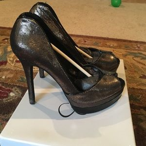 Jessica Simpson tarnish Gold heels