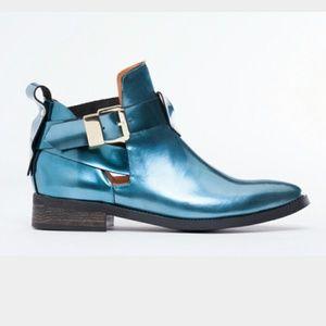 LOOKING FOR Miista Ona Boot in Blue