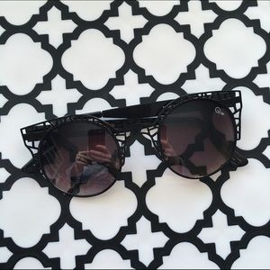 Quay Accessories - Black quay sunglasses