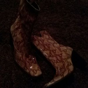 Shoes - 100% Leather snake skins boots