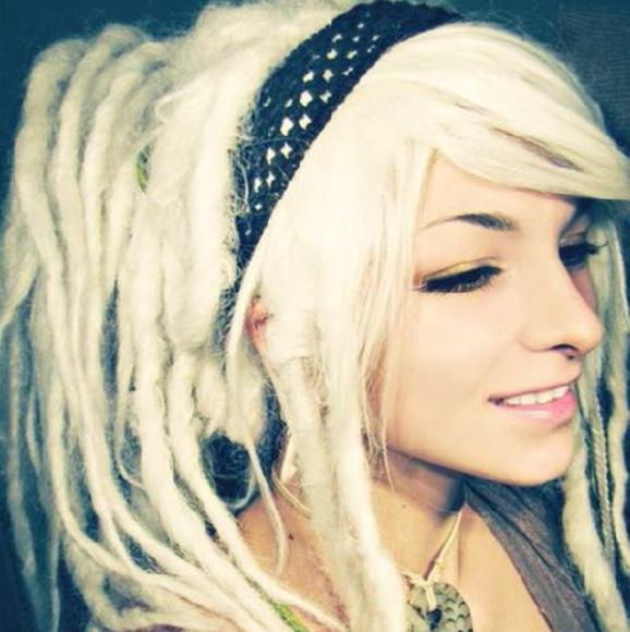 Platinum blonde dreadlock wig. M_56aaab1b7e7ef6201200886a