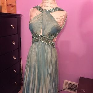 Dresses & Skirts - Beautiful Prom gown size 1/2