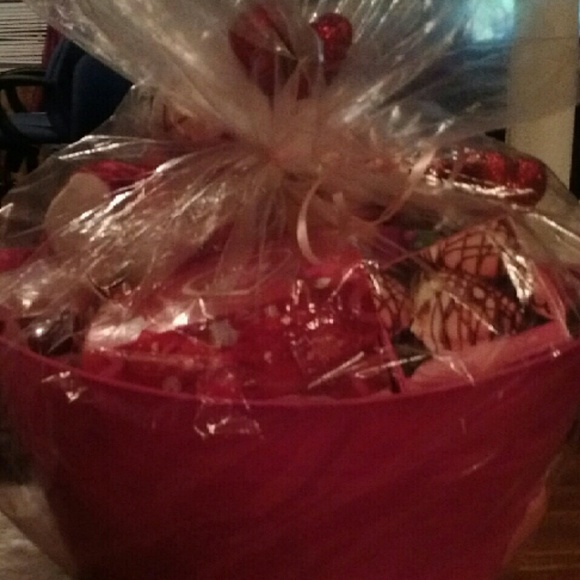 Avon jewelry gift baskets for valentines poshmark gift baskets for valentines negle Image collections