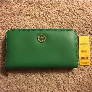 Tory Burch Robinson zippy