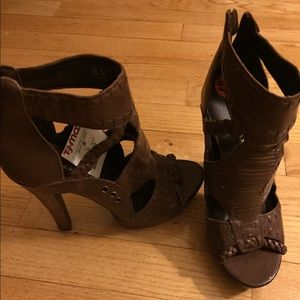 Chinese Laundry brown heels/sandals. Size 5.5. NWT