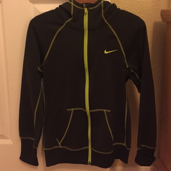 e38b70ce29a6 Hunter green Nike therma fit sweater. M 56aadd53c7dcbfc58a0045bf. Other  Jackets ...