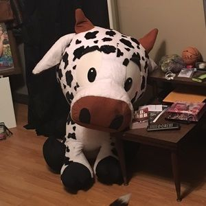 Other - Giant stuffed cow 08a8bafdf26e