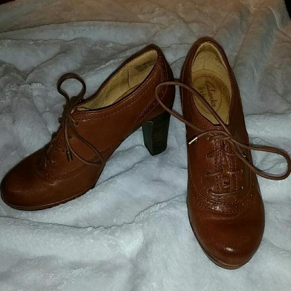 fe222d44701a0 Clarks Shoes | Sale Heeled Oxford Sz 65 | Poshmark