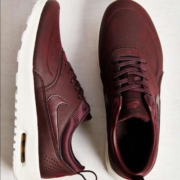 Nike Thea Maroon