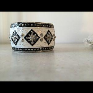 Large hinged bangle bracelet