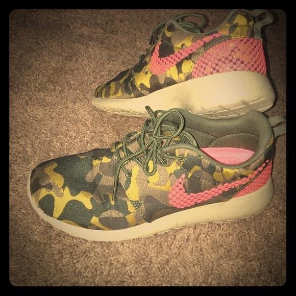 huge selection of 5887c 99c3c Nike Roshe one premium plus athletic shoes. M 56abb04f51e9ea624c011615