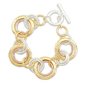Jewelry - Gleaming TriTone linked circle bracelet
