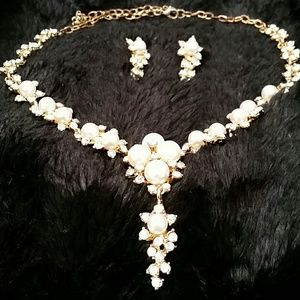 Vintage necklace and earing bundle