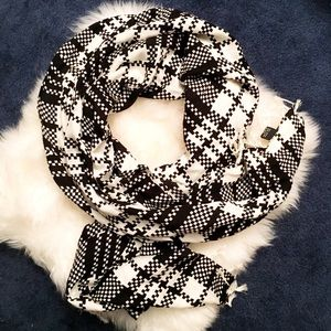 Accessories - Black and white fashion scarf