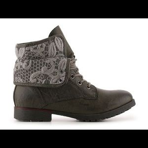 Rock & Candy | spraypaint gray fold over boots