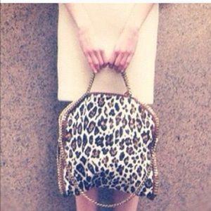 Handbags - ✨RESTOCK ✨Gorgeous leopard chain bag