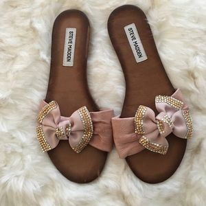 Steve Madden flats with a big bow, size 9