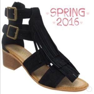 Adriana New York Shoes - 💥HP 7/18💥TRENDY FRINGE DOUBLE BUCKLE SANDAL!