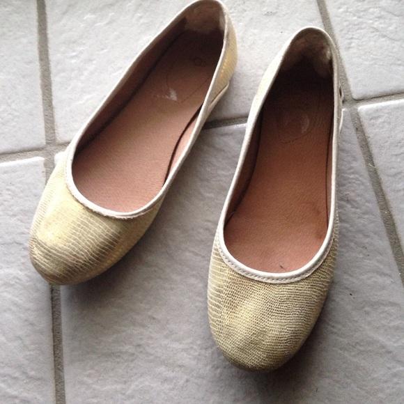 25beb242bc2 UGG Shoes | Gold Ballet Flats | Poshmark
