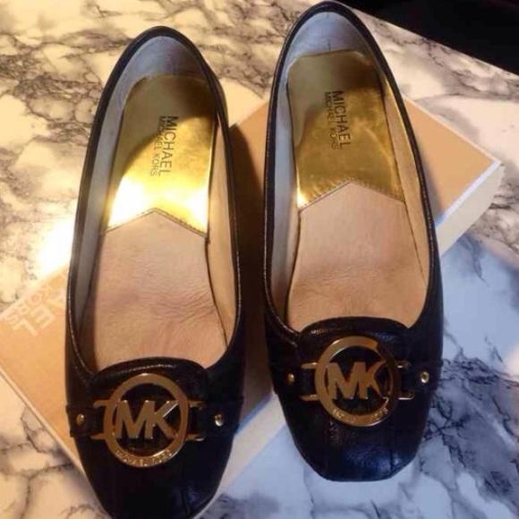 d5229aef4a2 Authentic Michael Kors Fulton Flats Black Gold. M 56ad6c25a722654a43003ac2