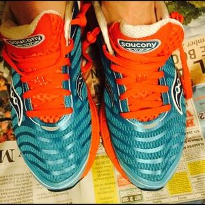 saucony cross training shoes