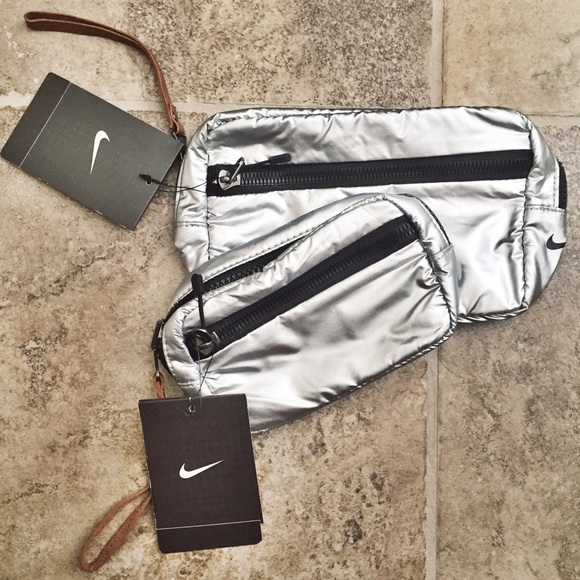 5886466c94be Nike Reversible Pouch Bundle