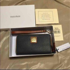 NWT Dooney & Bourke Gray Leather Wristlet