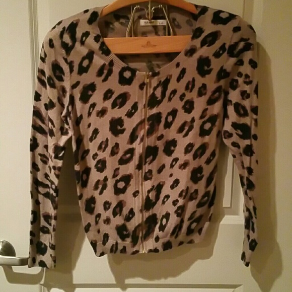 Old Navy Sweaters - Old Navy sweater animal print