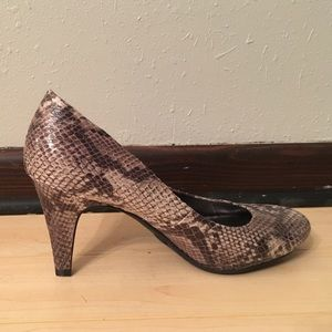 Merona snake skin like pumps 8.5