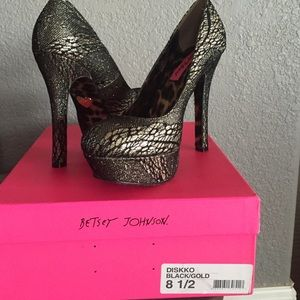 HP Betsey Johnson Platform pumps