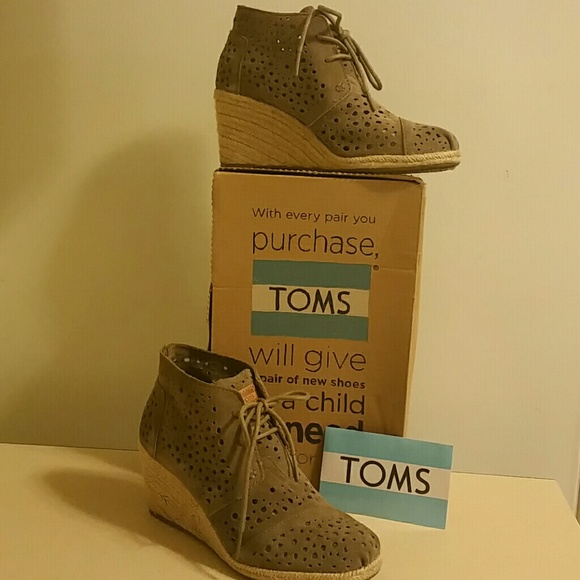 8f0c571b831 TOMS Desert Wedge Taupe Moroccan Cutout