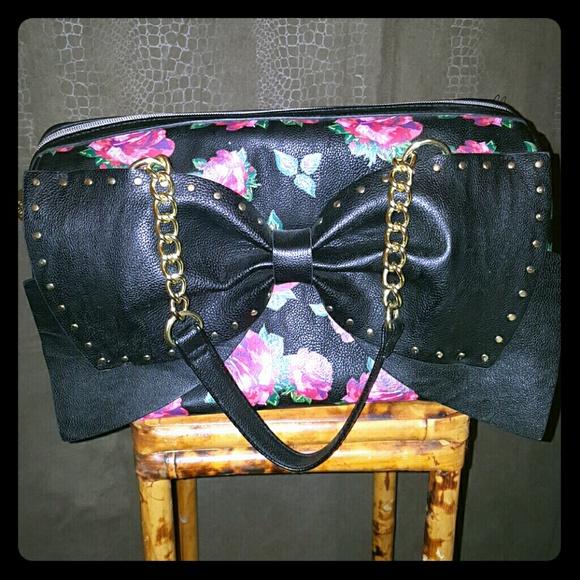 d4113d24fd Betsey Johnson Handbags - Funky BETSEY JOHNSON PURSE. BLACK   ROSES