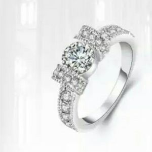  ⭐Stunning New White Gold/Zircon Bow Ring