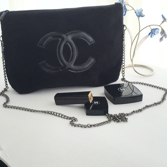 bb59fcb5619cea CHANEL Handbags - VIP GIFT CHANEL PRECISION PLUSH VELOUR MAKEUP BAG