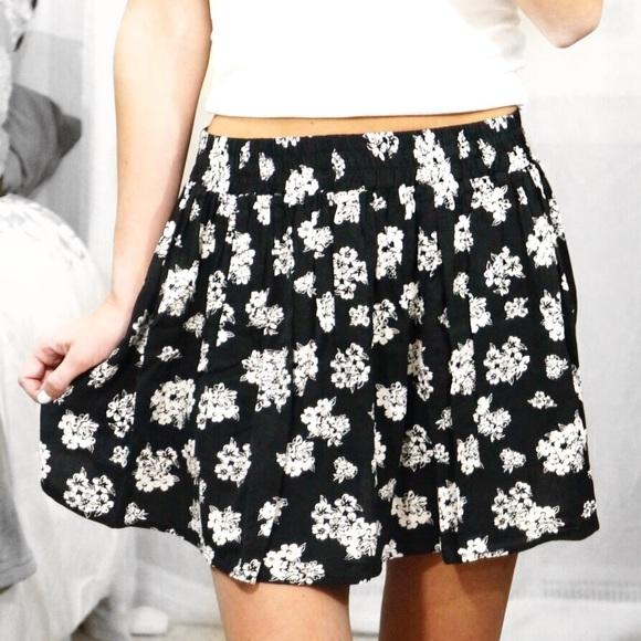 d7acf8553 Forever 21 Dresses & Skirts - Black & White Floral Print Skater Skirt